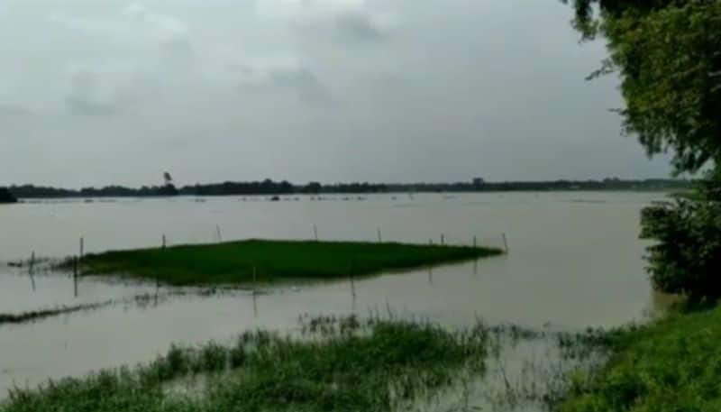 Water is rising in the Subarnarekha river, terrified people on the banks of the river bpsb