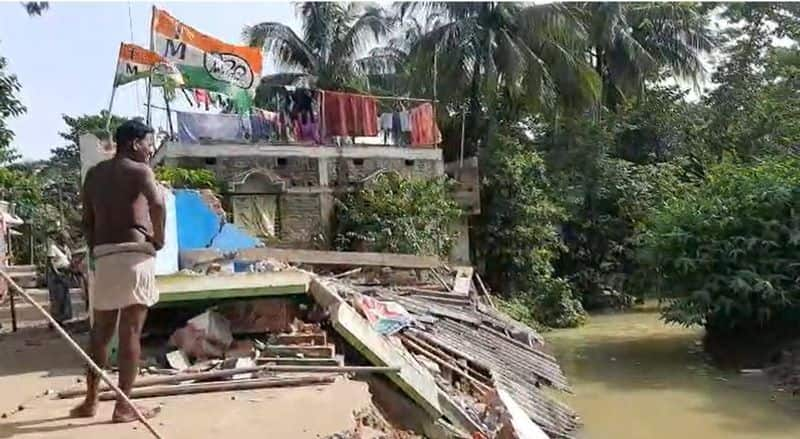 flood like situation in Midnapore TMC party office collapsed bmm