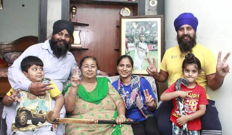 Tokyo Olympics 2020 Bronze winning Indian Men Hockey Team Captain Manpreet Singh mother reaction