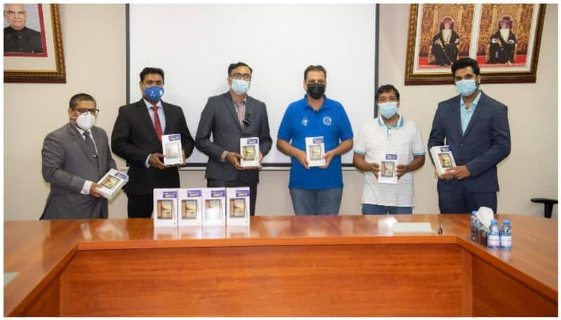 Purshottam Kanji Exchange and instant cash jointly distribute tablets to Indian school students in Oman