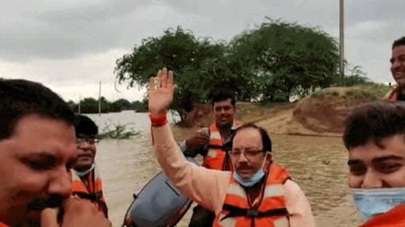 madhya pradesh heavy rain and shameful picture of  officer during the flood of rescue boat