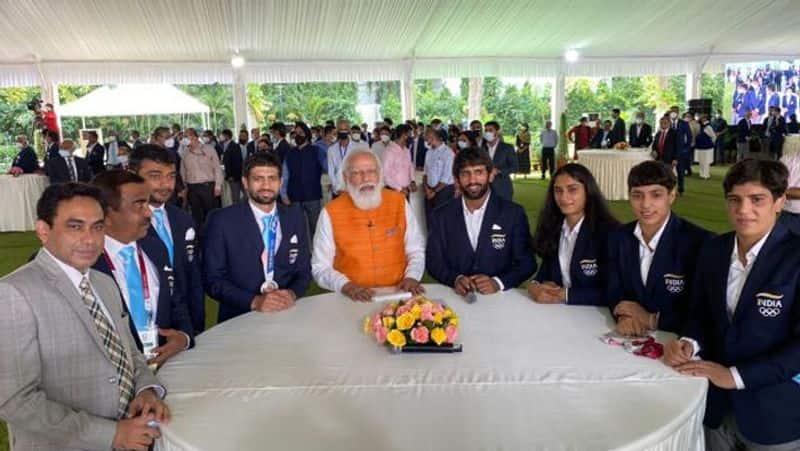 PM Narendra Modi fulfills promise, eats ice-cream with Tokyo Olympics bronze medalist PV Sindhu