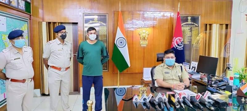 fake ips officer arrested in Midnapore recovered Revolver holder bmm