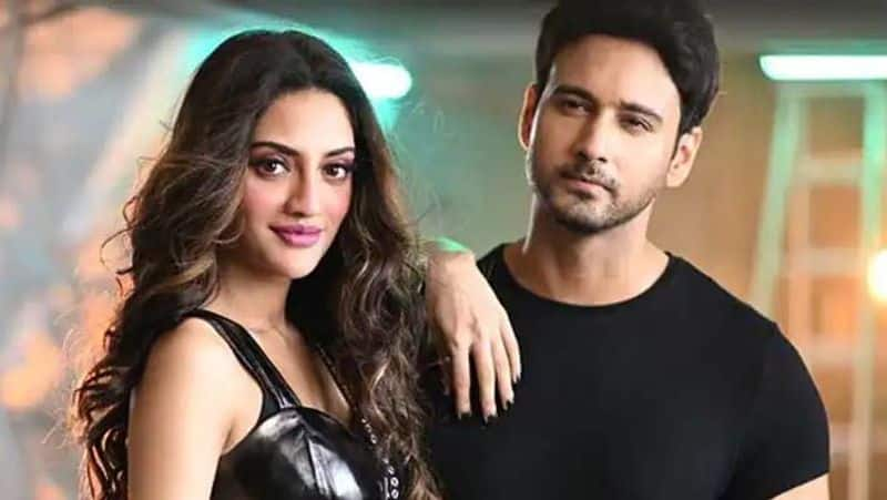 Nusrat Jahan, Yash Dasgupta spotted at hospital leaving for home with baby boy (Video)-SYT