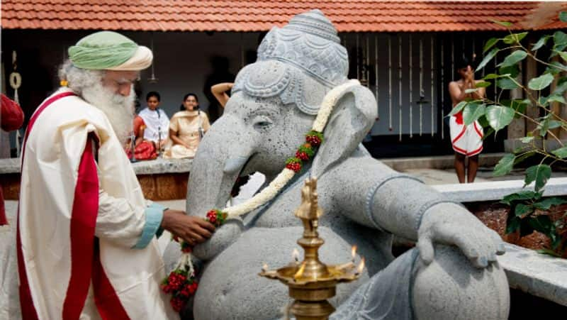 If I restrict my floating in the soil, I will float in the sky ... Ganesha who appeared in the cloud