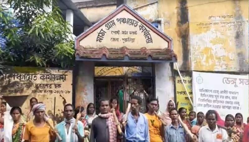 Agitated public locked BJP driven Gram Panchayat Office over money scam in Job Card in Purulia