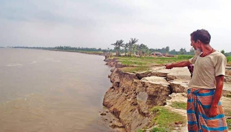 Water level is rising in river Padma, residents are  isolated in Murshidabad  bpsb