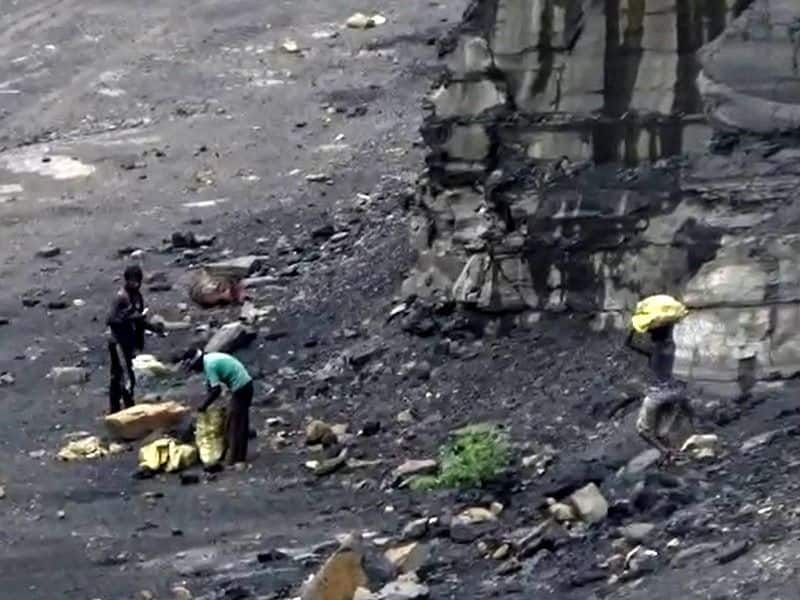 Illegal Coal Mining is going on freely in front of government officials  bpsb