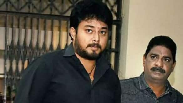 tollywood drugs case hero tanish appears befoer ed today