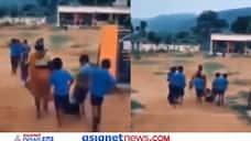 हाथ पैर बांध घसीटकर स्कूल लेकर गई मां... वीडियो देख अपनी हंसी नहीं रोक पाएंगे आप, देखें मजेदार Video