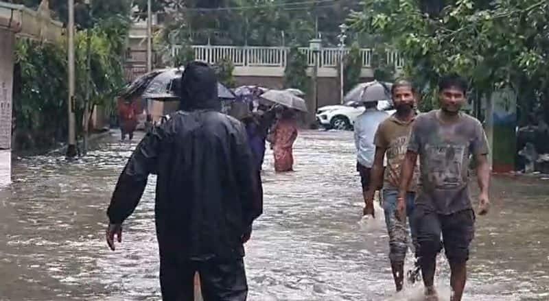 Heavy rains flood Kolkata hospital, several life-saving drugs, oxygen cylinders damaged bpsb