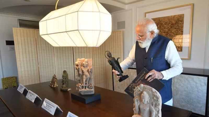 US handaed over 157 artefacts antiquities to pm modi