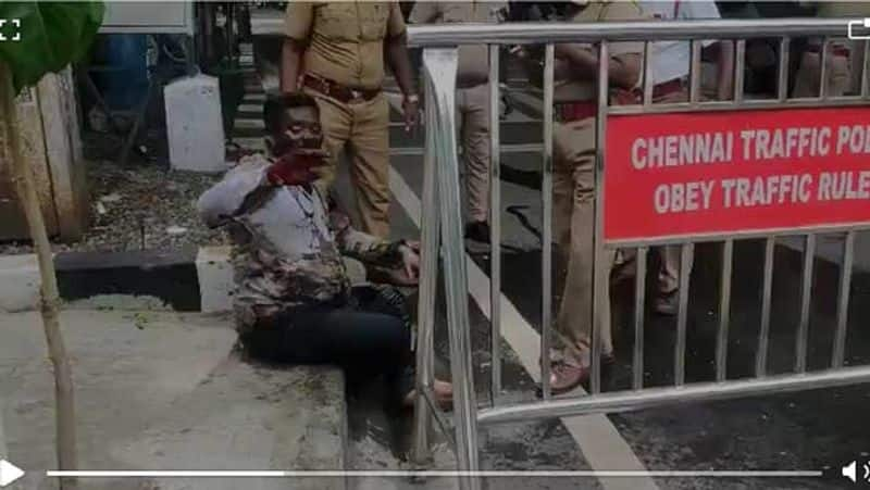 someone set fire in front of the Chief Minister MK Stalin house