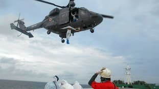 Coast Guard, Navy carry out MEDEVAC mission in rough weather (WATCH)