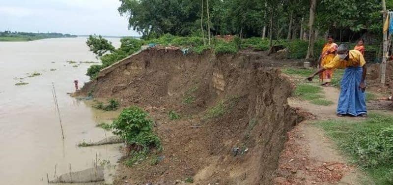 Terrible erosion in Ganges at Murshidabad house-garden-farming land washed out bmm