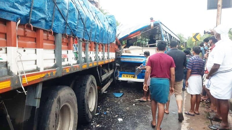lorry driver died in accident at tanur