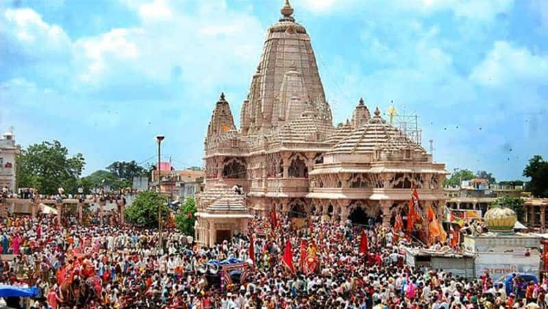Rajasthan 5 crore cash, jewelry silver iphone and many valuable things found in daan peti of Sanwaliyaji seth temple