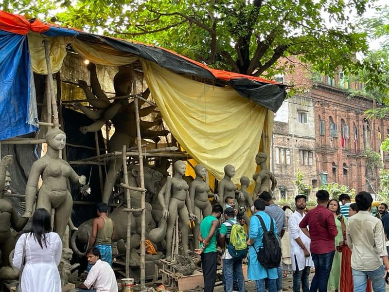 On the day of Mahalaya, the crowd overflowed at the nostalgic Bagbazar Ghat bmm