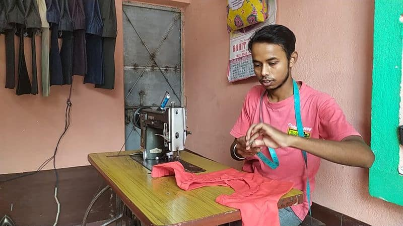 2 specially abled friend learned tailoring from youtube in purulia bmm