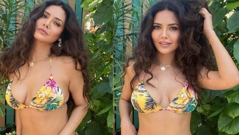 बॉलीवुड एक्ट्रेस ने टॉपलेस होकर बालकनी में दिखाया 'प्यार', बेशर्मी की हद देख यूजर ने कहा- आपको शर्म आनी चाहिए | Esha Gupta viral topless photos, actress gets trolled
