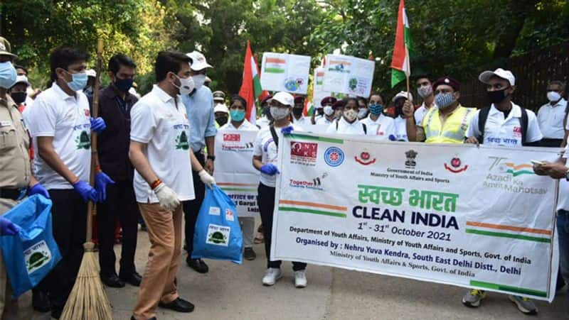Anurag Thakur participates in Clean India Drive at premises of iconic Humayun s Tomb bsm