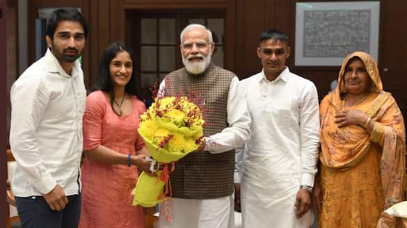 Famous Olympian Vinesh Phogat met PM Modi, Know the details of the meeting