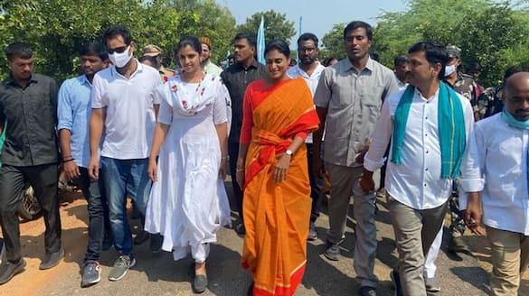 anchor shyamala Participated In YS Sharmila Prajapati padayatra