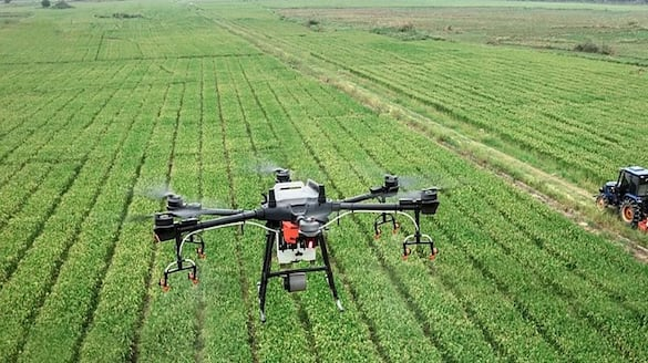 Haryana first time in India, spraying of fertilizers will be done by drones in the fields