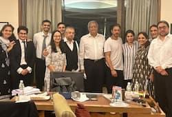 shahrukh khan with lawyers after aryan khan got bail