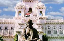 కొత్తగా ఏర్పడిన ఆంధ్రప్రదేశ్ రాష్ట్రంలో అన్యాయానికి, వివక్షకు గురైన ప్రాంతంగా రాయలసీమను చూస్తున్నారు 1953 అక్టోబర్ 1వ తేదీన మద్రాసు రాష్ట్రం నుంచి విడిపోయి కొత్తగా ఏర్పడిన ఆంధ్ర రాష్ట్రానికి కర్నూలును రాజధానిగా ఎంపిక చేశారు. అప్పట్లో శ్రీబాగ్ ఒడంబడిక మేరకు అది జరిగింది. అయితే, 1956 నవంబర్ 1వ తేదీన తెలంగాణను కలుపుకుని ఆంధ్రప్రదేశ్ ఏర్పడిన తర్వాత హైదరాబాదు రాజధానిగా ఉంటూ వచ్చింది. కర్నూలు రాజధాని హోదాను కోల్పోయింది.