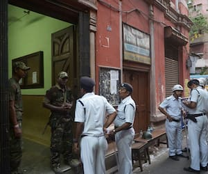 SI of Kolkata police allegedly coordinated snatcher