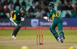 South African batsman David Miller (L) and batsman Andile Phehlukwayo (R) take runs during the third ODI between South Africa and Australia at Kingsmead cricket stadium on October 5, 2016 in Durban, South Africa.