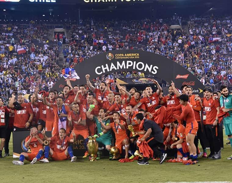 Chile Chile emergió como los principales ganadores en las ediciones de 2015 y 2016. Sin embargo, considerando el desempeño reciente, ha sido un período terrible hasta ahora, especialmente en las eliminatorias.  Sin embargo, tiende a estar a la altura de las circunstancias durante la Copa y no tendría sentido volver a escribir ese término por completo.