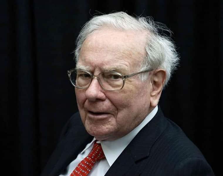 वॉरेन बफेट (Warren Buffett) वॉरेन बफेट ने 2014-18 के बीच टैक्स के रूप में केवल 23.7 मिलियन डॉलर जमा किया। इन 4 साल के बीच उनकी संपत्ति करीब 24.30 अरब डॉलर थी।