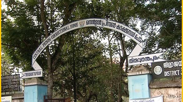 murder case accused who escaped from Poojapura jail surrendered in court